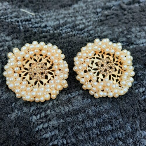 Pearl filled round Ear studs